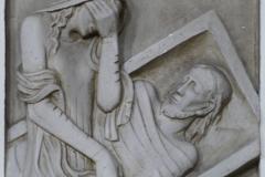 14. Station: Der heilige Leichnam Jesu wird in das Grab gelegt