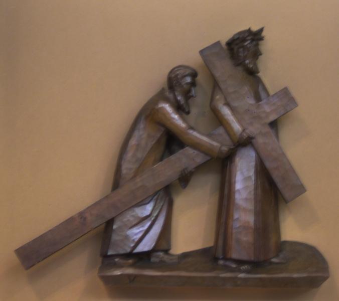 5. Station: Simon von Zyrene hilft Jesus das Kreuz tragen