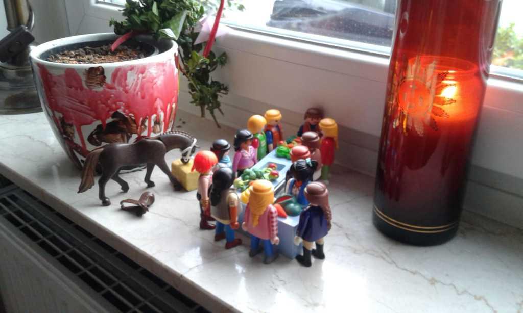 Jesus feiert mitseinen Freunden das letzte Abendmahl