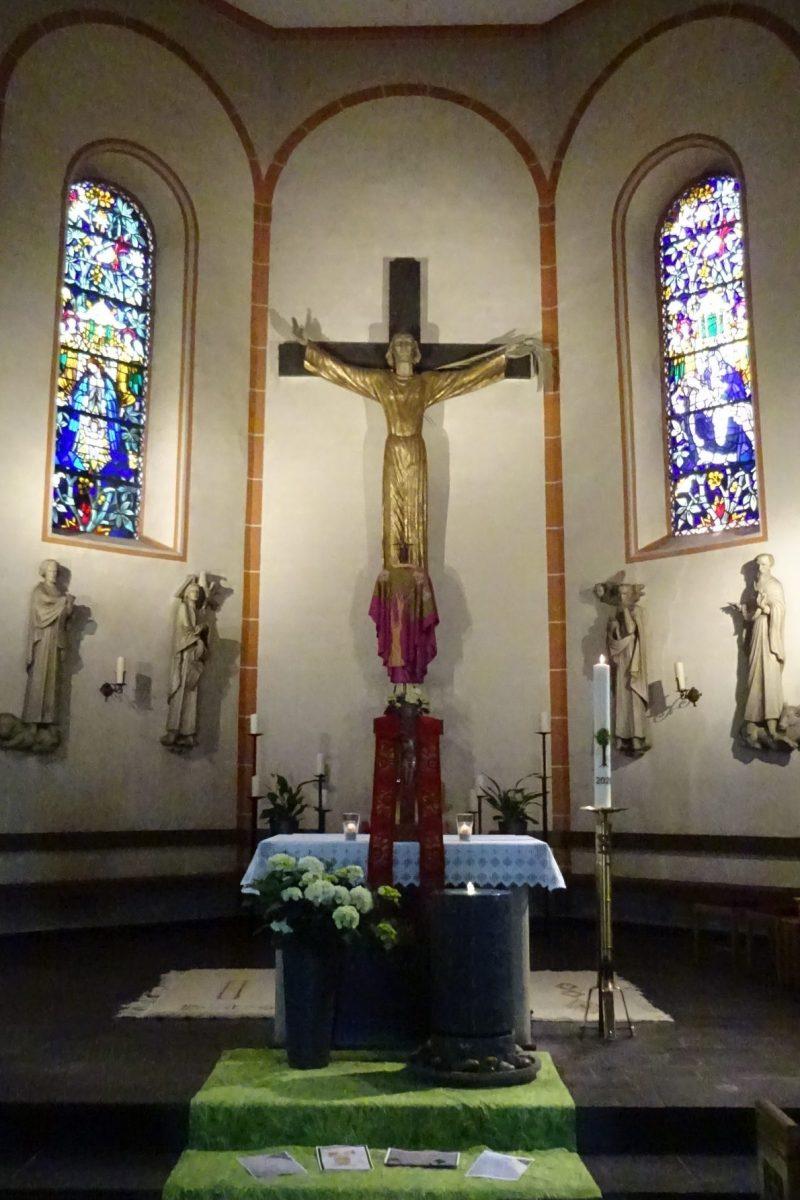 Altarraum der Brebacher Kirche