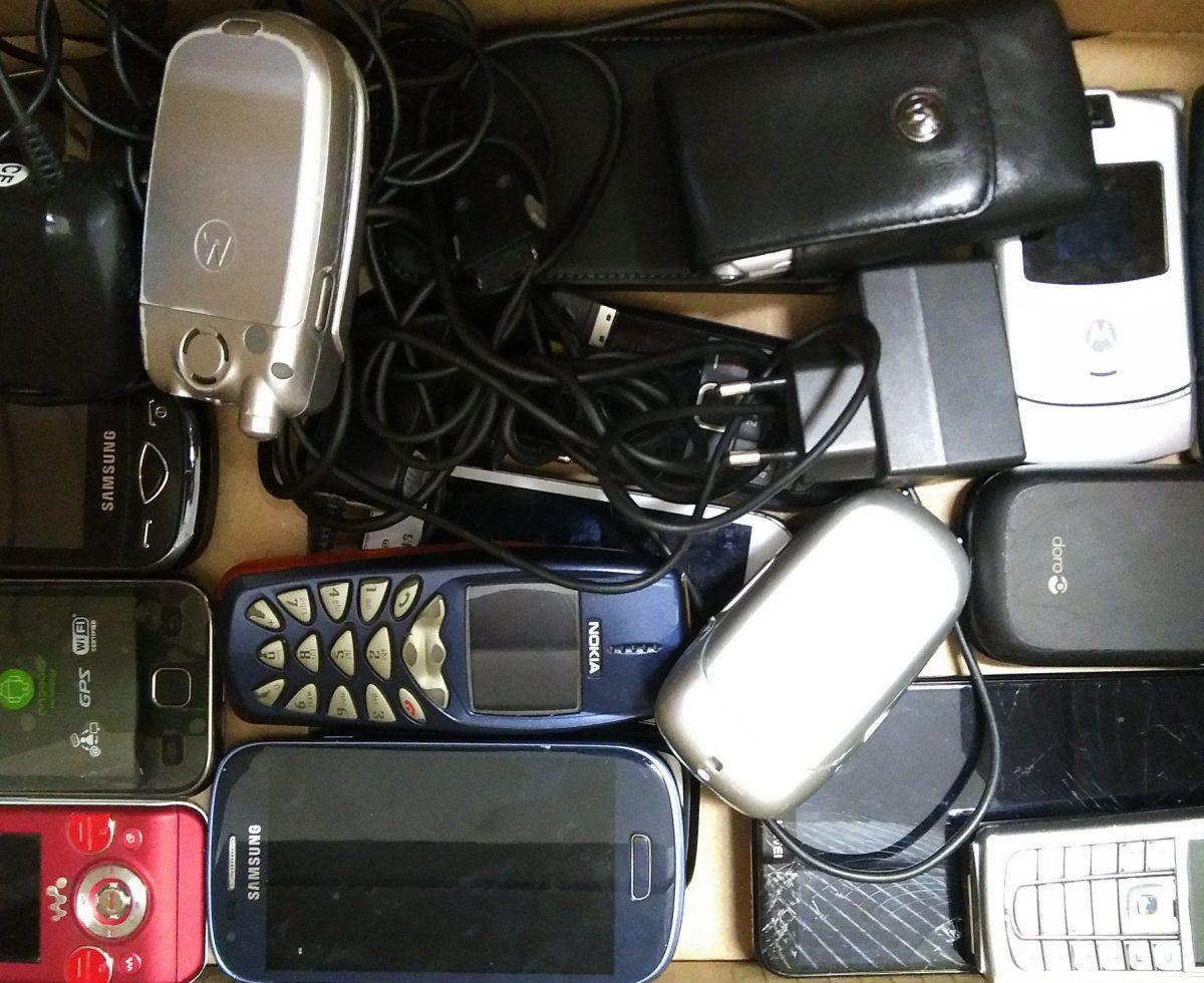 alte Handys aus der Sammelbox
