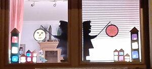 Laternen im Fenster